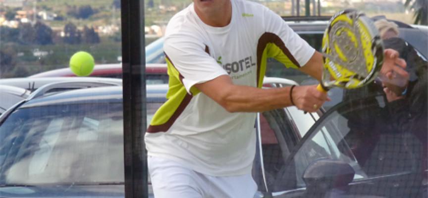 El huracán Demianiuk – Ale Ruiz arrasa la final de 1ª del Torneo de Pádel Starvie