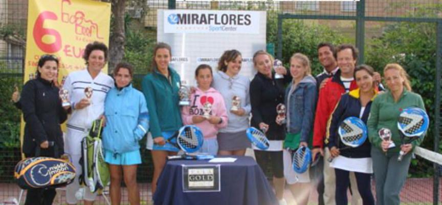 Unas 35 parejas desafían al clima en el Torneo de Pádel Femenino de Miraflores