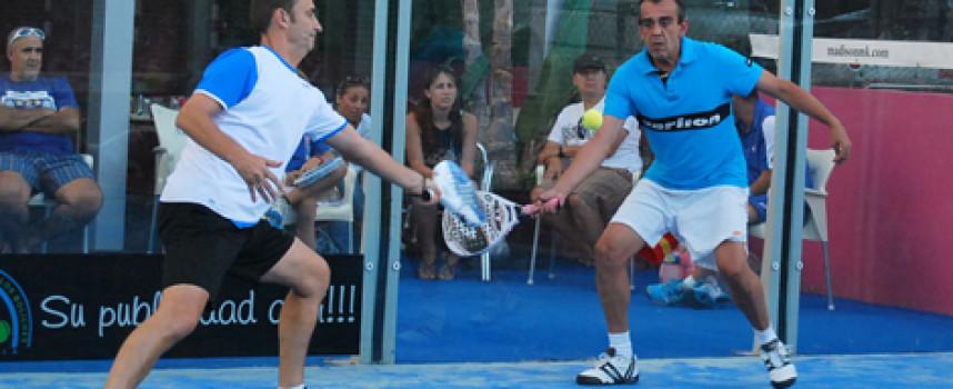 Medio centenar de parejas despide las Fiestas de Fuengirola con el Torneo de Pádel Akkeron