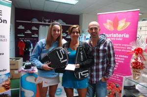 Laura Muñoz y Bettina Díaz, campeonas 2 femenina iv torneo padel custom comunicacion ocean padel octubre 2012