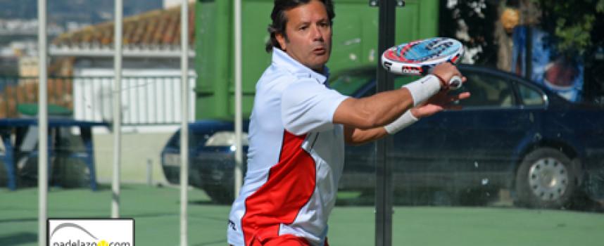 La experiencia exhibe su pádel en el Campeonato Provincial de Veteranos de Málaga