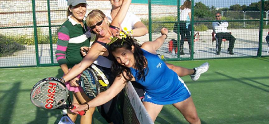 El pádel femenino reclama su sitio con el gran torneo para mujeres del club Los Caballeros