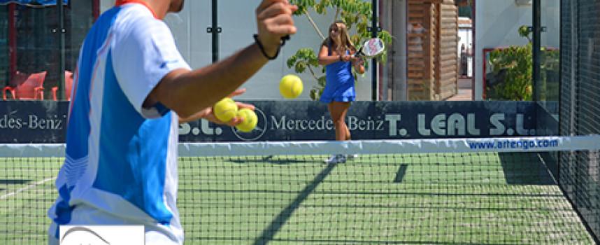 Cuatro alternativas de verano a los torneos de pádel en Málaga