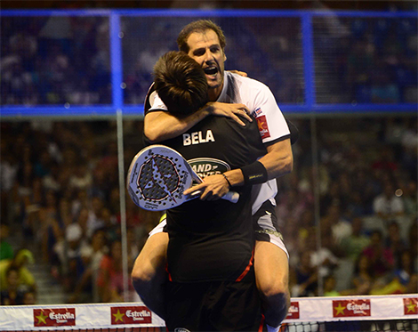abrazo juan martin belasteguin semifinal world padel tour malaga 2013