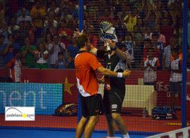 La magia del Martín Carpena eleva el pádel de Jordi Muñoz y Paquito Navarro hasta las semifinales en Málaga