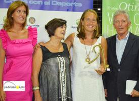 XIV Trofeo Otiñano: El Candado eleva los valores humanos de Carolina Navarro a la altura de su padel