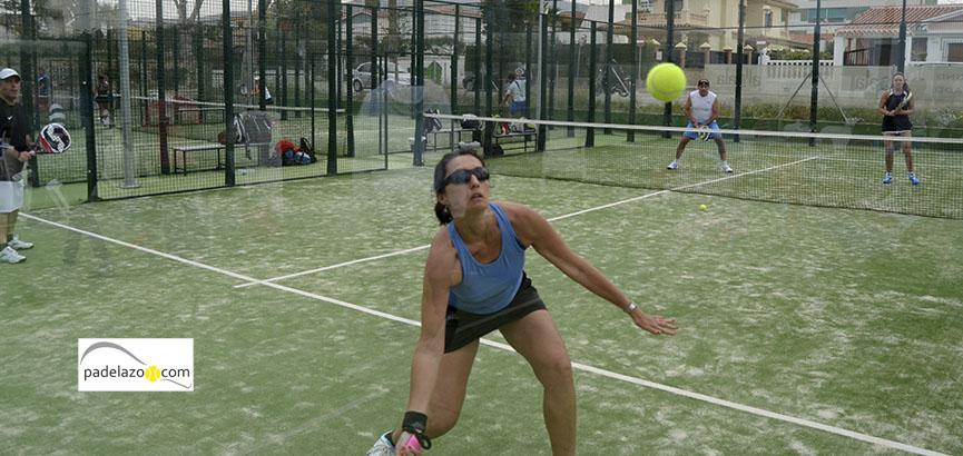 Es el único club de padel que incorpora el concepto de beach club en la provincia de Málaga.