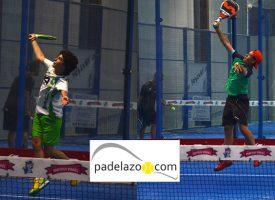 Curro Soriano y Cayetano Rocafort abrazan el triunfo en la final de 1ª del Torneo de Fantasy Padel