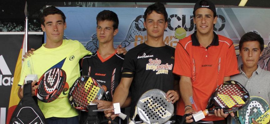miguel-gonzalez-momo-gonzalez-marc-badia-y-javier-martinez-finalistas-junior-masculino-campeonato-de-espana-de-padel-de-menores-2014