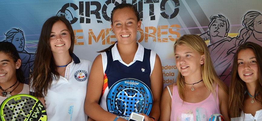 paula-bellver-y-bea-gonzalez-campeonas-infantil-campeonato-de-espana-de-padel-de-menores-2014