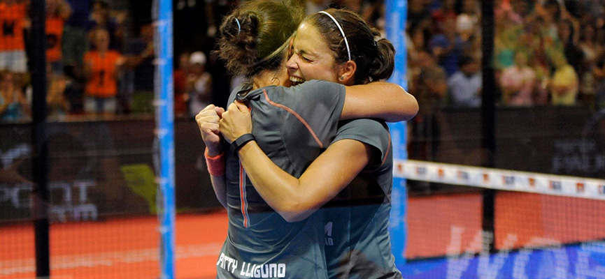 Patty-Llaguno-y-eli-amatriain-abrazo-world-padel-tour-la-nucia-2015