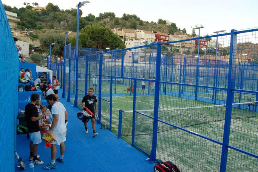 Club de tenis m laga busca monitores de padel titulados for Pistas de padel malaga
