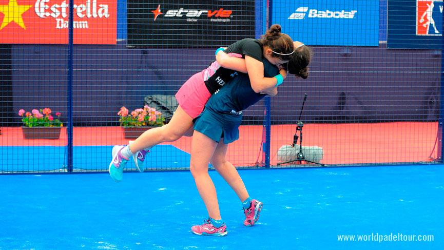eli-amatriain-y-patty-llaguno-abrazo-campeonas-final-femenina-estrella-damm-barcelona-master-2016